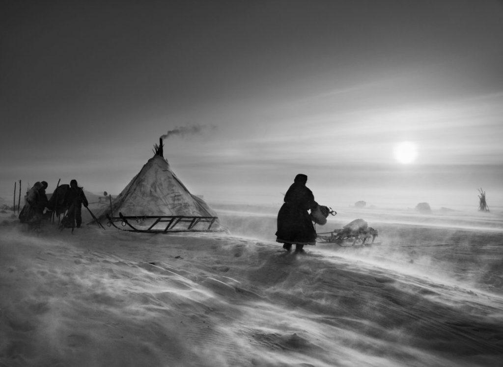 Sebastiao Salgado Genesis, Sebastiao Salgado Ausstellung, Nenzen mit ihren Rentieren, Halbinsel Jamal, Sibirien