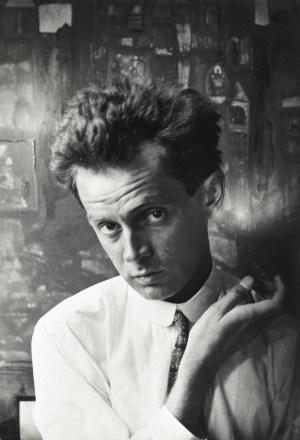 Egon Schiele, im Hintergrund das Gemälde Waldandacht, Waldandacht, Schiele Porträt,