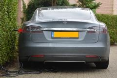 太陽光発電事業会社なら社用車はやっぱりテスラ?!新型テスラは「モデルS」の半額に