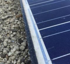 太陽光パネルのフレーム段差の土埃