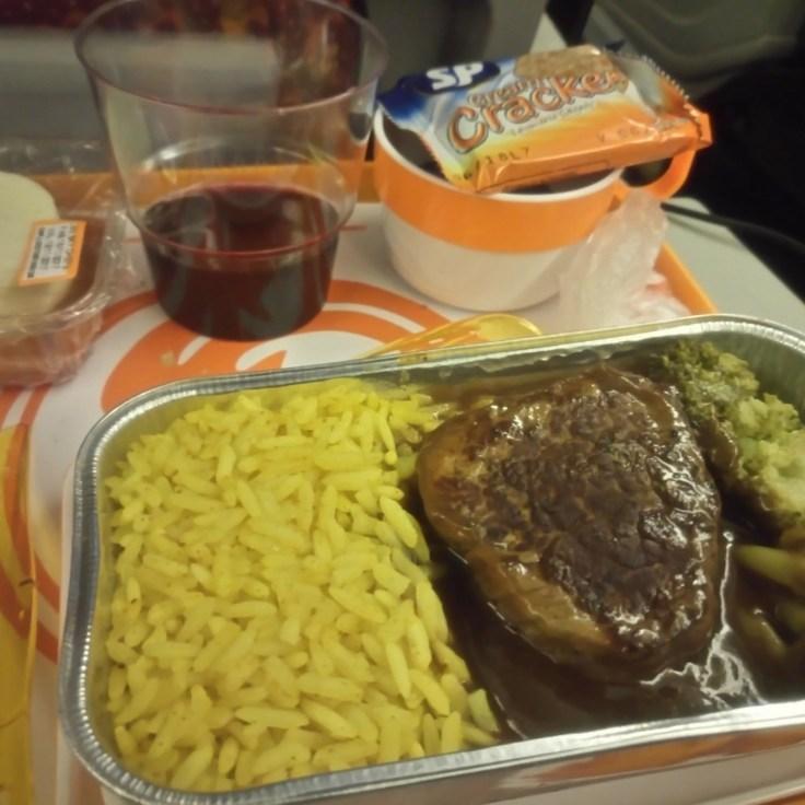como-é-voar-com-a-TAAG-para-Luanda-e-Cape-Town-jantar-2 Como é voar com a TAAG para Luanda e Cape Town