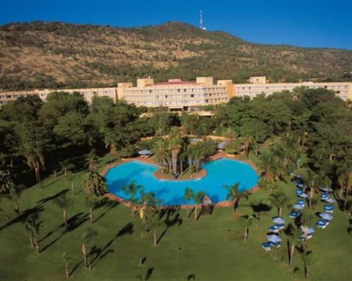 Sun City Hotel and pool
