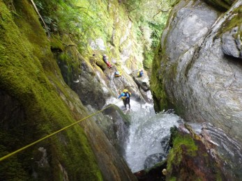 Jérémie dans la première cascade de Cushat Creek