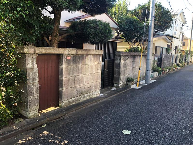 塀の解体撤去施工前1