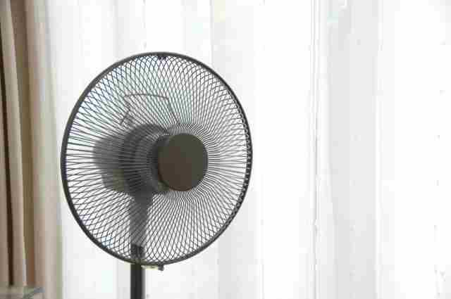 エアコンなしで夏を乗り切る!扇風機を効果的に使えば暑さをしのげる