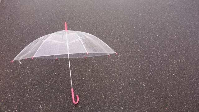 傘の盗難防止対策を紹介!アラームやシール他!盗難グッズの評判は?