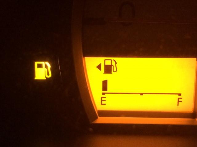 燃料残量警告灯(ガソリンランプ)が点灯!あと何km走れるの?