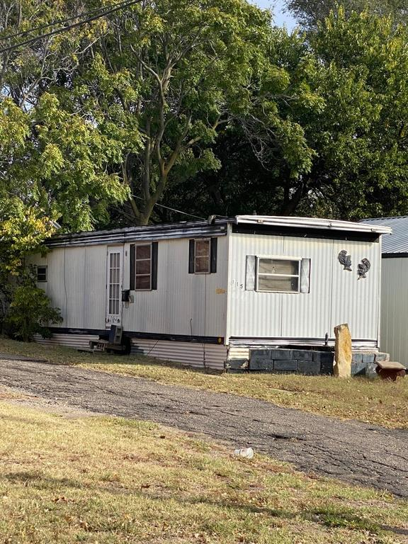 House view featured at 121 E 12th St, Larned, KS 67550