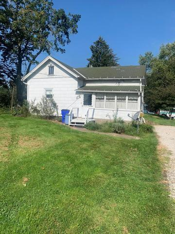 Yard featured at 6832 Cleveland Rd, Ravenna, OH 44266