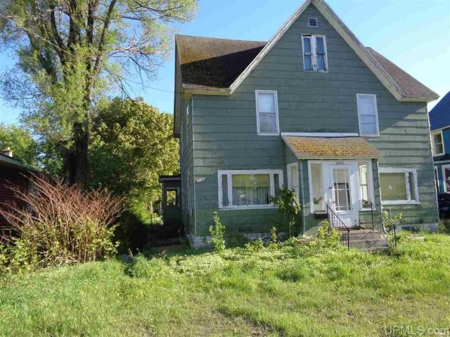 Yard featured at 25431 Oak St, Calumet, MI 49913