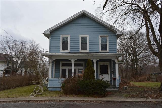 Porch featured at 422 W Parkway St, New Castle, PA 16101