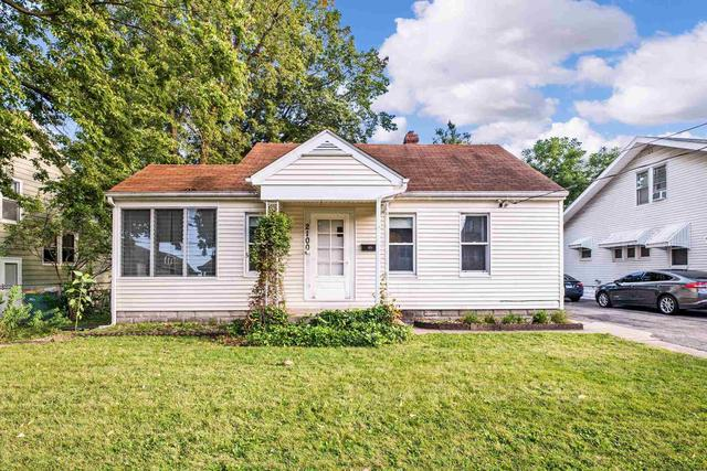 House view featured at 2100 W Edna Ct, Peoria, IL 61604