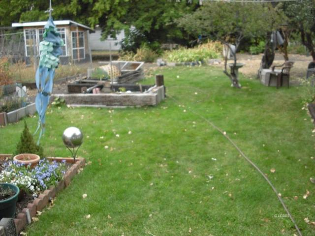 Yard featured at 824 Center St, Lakeview, OR 97630