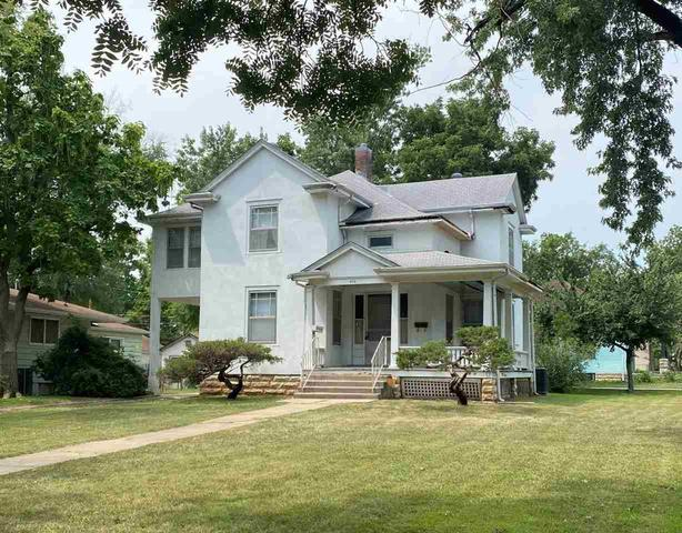 Porch yard featured at 406 S Adams St, Junction City, KS 66441
