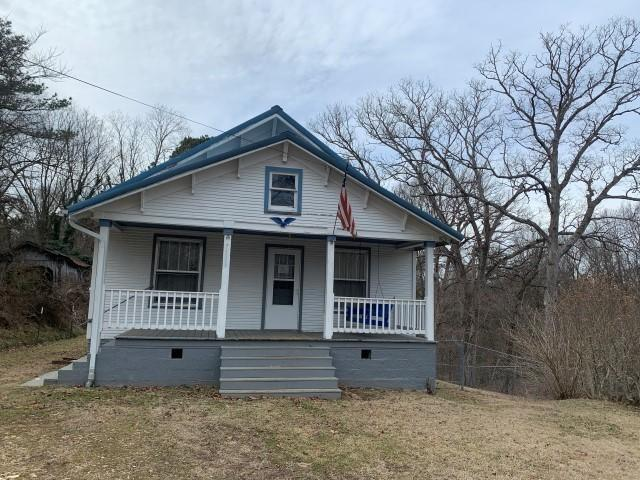 House view featured at 7503 Little St, Seligman, MO 65745