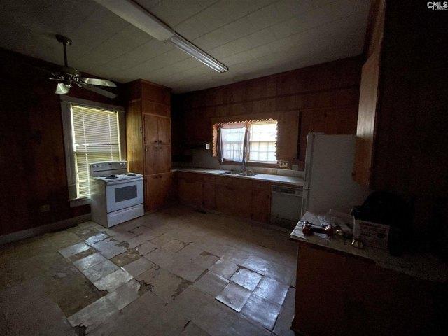 Kitchen featured at 201 Merritt Ave, Ridge Spring, SC 29129