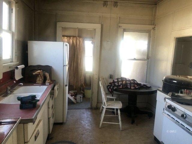 Kitchen featured at 145 N Sutherland St, Globe, AZ 85501