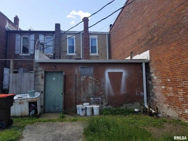 Porch yard featured at 149 E Jackson St, Virden, IL 62690