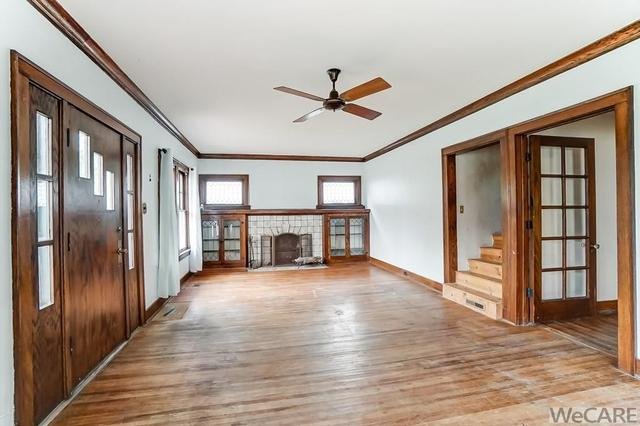 Living room featured at 322 Rosedale Ave S, Lima, OH 45805
