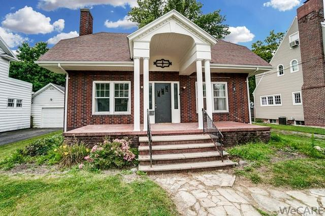 Porch featured at 322 Rosedale Ave S, Lima, OH 45805