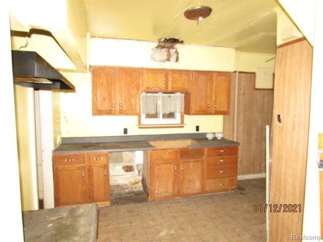 Kitchen featured at 17319 Runyon St, Detroit, MI 48234