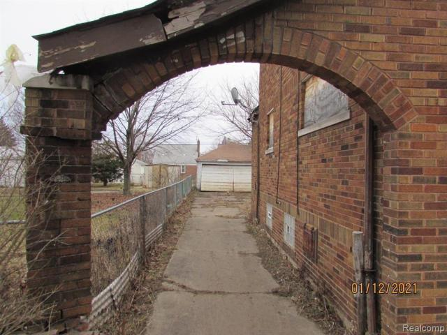 Road view featured at 17319 Runyon St, Detroit, MI 48234