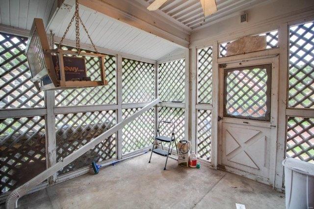 Porch yard featured at 403 E 8th St, Alton, IL 62002