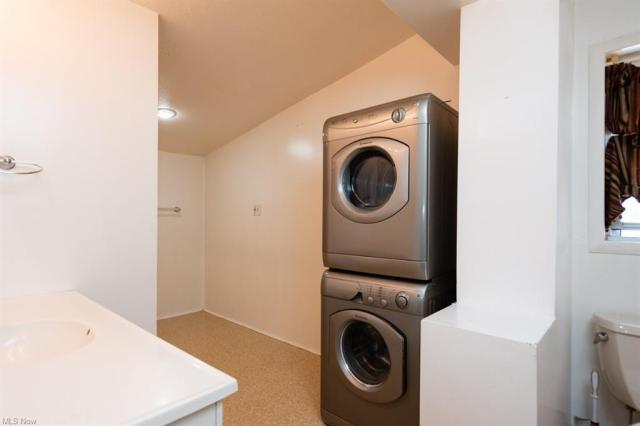 Laundry room featured at 70-72 Clifton Dr, Boardman, OH 44512