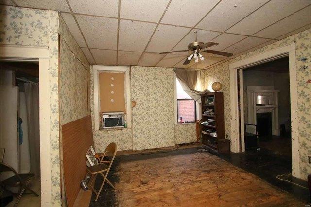 Bathroom featured at 2058 Cleveland Blvd, Granite City, IL 62040