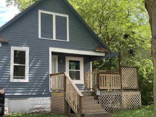 Porch featured at 2314 N Oakley St, Saginaw, MI 48602