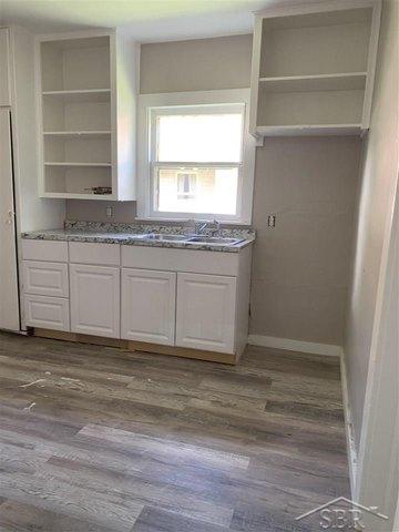 Kitchen featured at 2314 N Oakley St, Saginaw, MI 48602