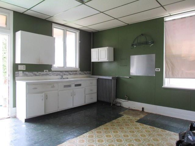 Kitchen featured at 525 Pine St, Johnstown, PA 15902