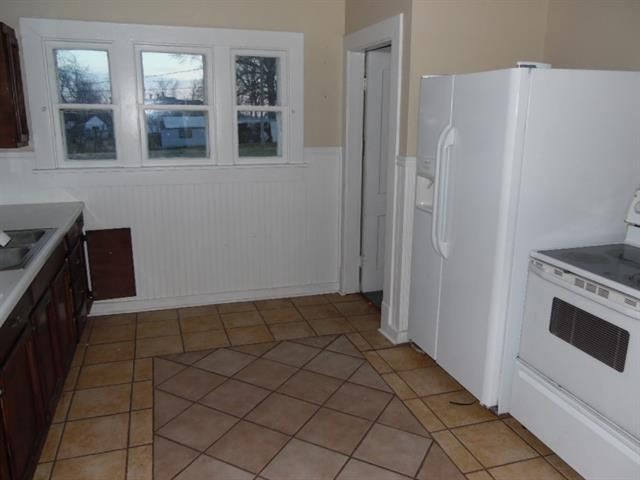 Kitchen featured at 123 E Lincoln St, Slater, MO 65349