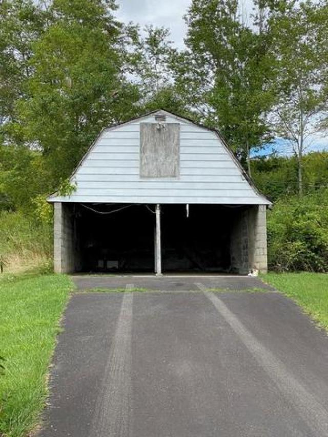 Garage featured at 3535 Low Gap Rd, Troutdale, VA 24378