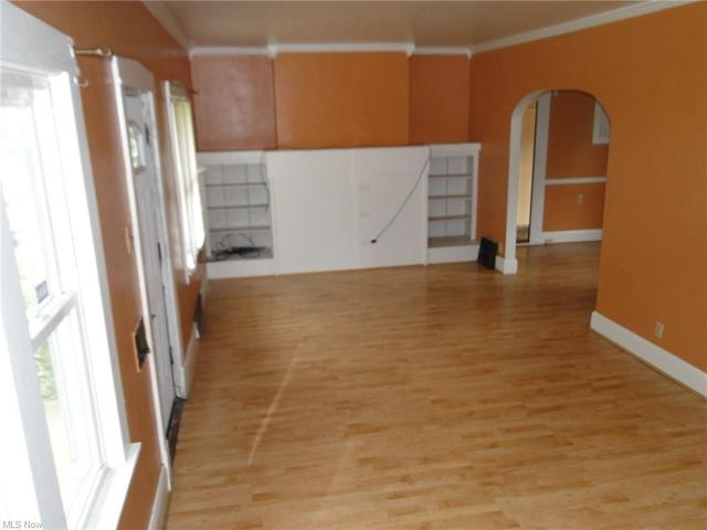 Kitchen featured at 159 Maywood Dr, Youngstown, OH 44512