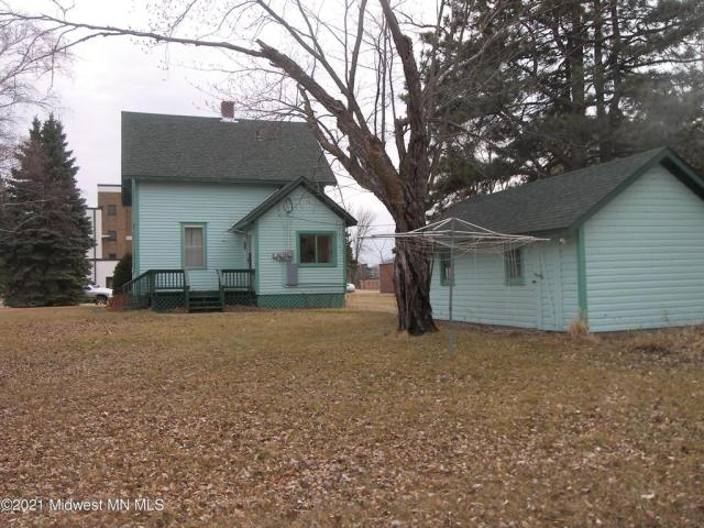 Yard featured at 304 Lincoln Ave NW, Twin Valley, MN 56584