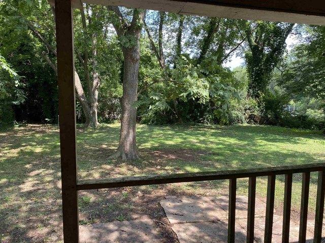 Porch yard featured at 514 W Robinson St, Gaffney, SC 29341