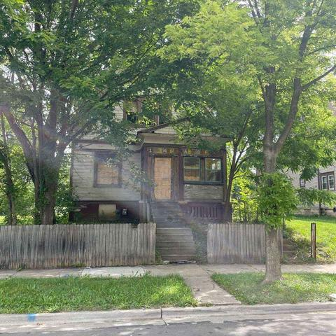 Yard featured at 2872 N 21st St, Milwaukee, WI 53206
