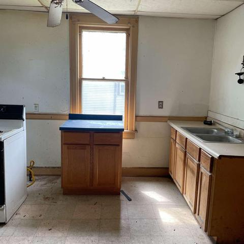 Laundry room featured at 2872 N 21st St, Milwaukee, WI 53206