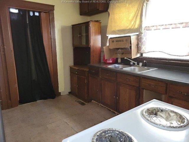 Kitchen featured at 111 Fitzgerald St, Charleston, WV 25302