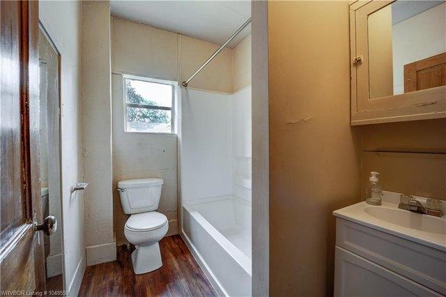 Bathroom featured at 414 S 6th St, Van Buren, AR 72956