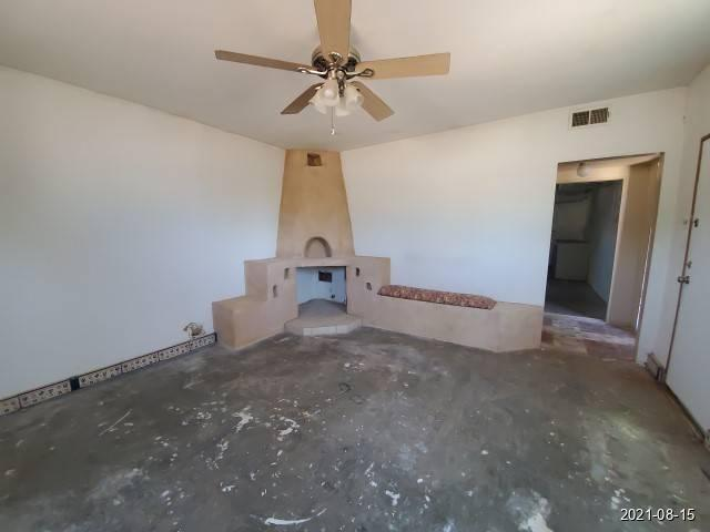 Bedroom featured at 465 Aspen St, Grants, NM 87020