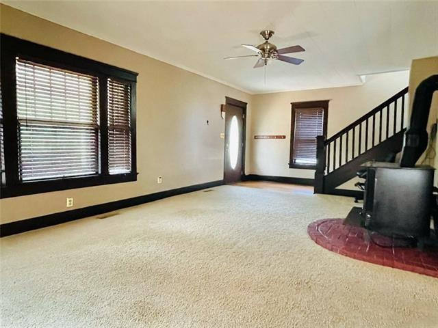 Living room featured at 407 W 11th St, Trenton, MO 64683