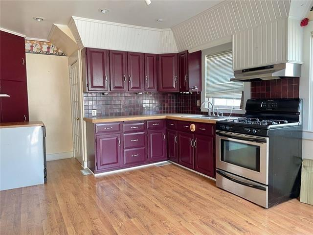 Kitchen featured at 407 W 11th St, Trenton, MO 64683