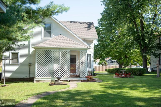 Yard featured at 530 Crawford St, Warsaw, IL 62379