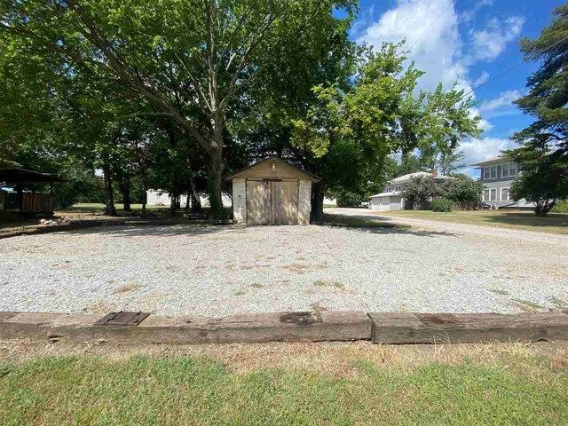 Yard featured at 6987 Wilson Ave, Arkansas City, KS 67005