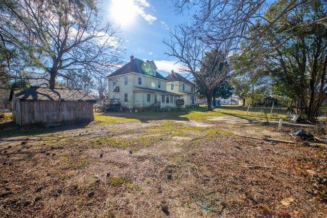Yard featured at 119 Church St, Kenbridge, VA 23944