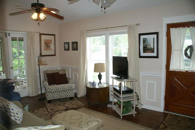 Living room featured at 220 Hill Terrace St, Crawfordville, GA 30631