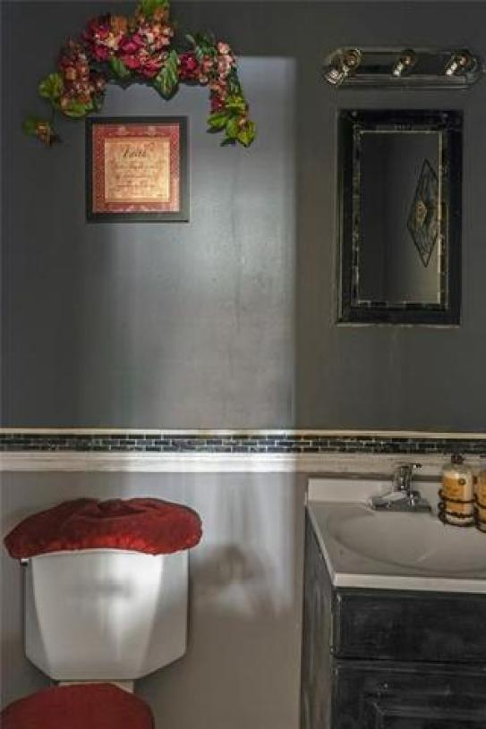Bathroom featured at 608 Chestnut St, New Castle, PA 16101