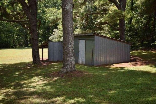 Yard featured at 2354 Beech Bluff Rd, Jackson, TN 38301